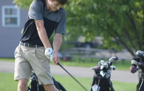 Boys golf starts year with 2 conference wins