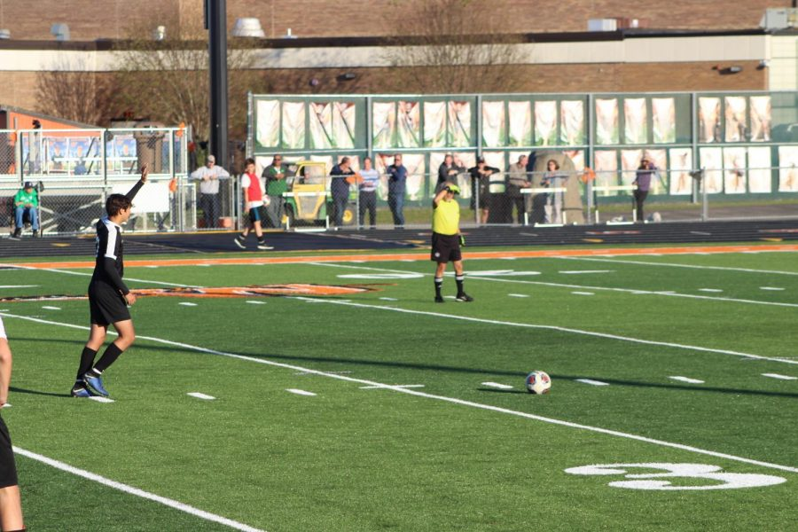 Boys soccer falls to Romeoville