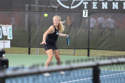 Girls tennis takes loss to Providence
